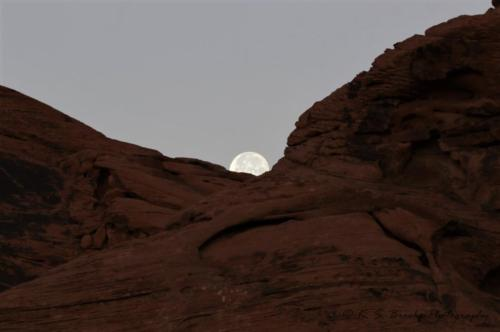 Moonset Valley of Fire Nevada 2019
